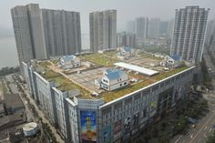 Villa !  Villas are seen on the top of an eight-story shopping mall in Zhuzhou, China. Via Time.