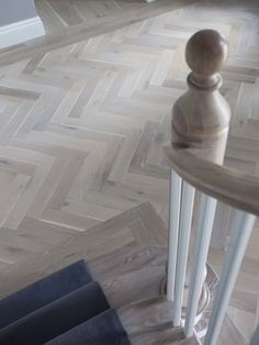 Wood Flooring A parquet floor laid by Verhaag Parkett reflects the perfection of the home. Hall Flooring, Wooden Flooring, Kitchen Flooring, Gray Hardwood Floors, Kitchen Floor Tiles, Kitchen Wood, Plank Flooring, Flooring Ideas, Planchers En Chevrons