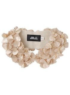 floral collar, Jill Stuart- wacky link. Just pinning for the diy idea from the picture. Fabric Manipulation, Collar Shirts, Cute Hipster Outfits, Hipster Bag, Hipster Style, Hipster Fashion, Collar Pin, Fashion Details, Diy Fashion