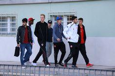 Ein Teil des U19 Teams kommt vorbei und schaut sich ein Punktspiel der Herrenmannschaft an.
