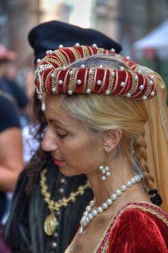 . Renaissance Hut, Renaissance Costume, Medieval Costume, Renaissance Clothing, Renaissance Fashion, Medieval Dress, Medieval Belt, Historical Costume, Historical Clothing