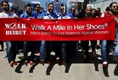 4a6b1c312710 Beirut  uomini sui tacchi in marcia contro la violenza sulle donne