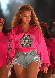 Coachella How Beyonce set the stage on fire in custom Balmain - Beyoncé in total Balmain look on stage at Coachella 2018 - Festival Coachella, Beyonce Coachella, Beyonce Beyonce, Beyonce Funny, Beyonce Makeup, Beyonce Quotes, Estilo Beyonce, Beyonce Style, Outfits