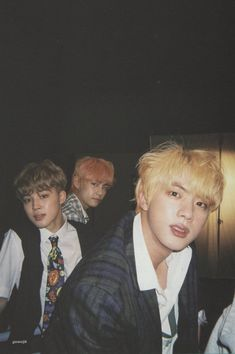 Seokjin slaying my life while Taehyung & Jimin doesn't even look like Taehyung & Jimin 😂😂 ©️ Seokjin, Kim Namjoon, Jung Hoseok, Jimin Selca, Bts Bangtan Boy, Foto Bts, Bts Photo, Photo Scan, V Bts Cute