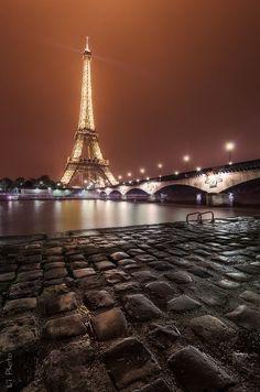 audreylovesparis:  Cobblestones and the Eiffel Tower, Paris