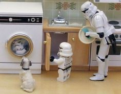 comegalletas: bauldoff: Spin and Seek. This and other playing about with Star Wars figures by waihey. (via yuoak) welcome to my lego week! Lego Star Wars, Star Trek, Star Wars Art, Stormtroopers, Star Wars Stormtrooper, Darth Vader, Starwars, Legos, Aniversario Star Wars