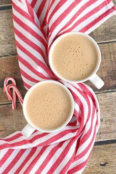 Keto Peppermint Mocha - a festive, healthy holiday drink! Holiday Drinks, Summer Drinks, Fun Drinks, Healthy Smoothies, Healthy Drinks, Smoothie Recipes, Easy Juice Recipes, Gluten Free Drinks, Peppermint Mocha
