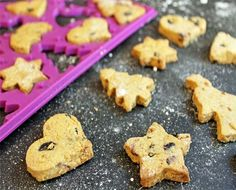 Biscotti natalizi vegani all'arancia e mirtilli