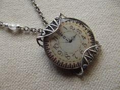 Collier cabochon horloge de Anaïs Faë sur DaWanda.com