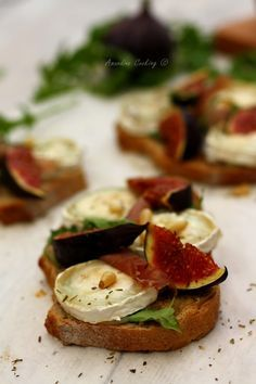Bruschettas with goat cheese figs and parma ham - Brunch Raw Food Recipes, Vegetarian Recipes, Healthy Recipes, Tapas, Bruchetta, Food Porn, Salty Foods, Goat Cheese, No Cook Meals