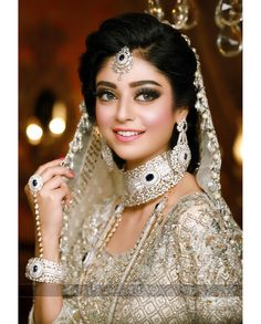 Gold Jewelry In Pakistan Bollywood Costume, Desi Wedding Dresses, South Asian Bride, Indian Bridal Makeup, Pakistani Bridal Dresses, Bride Look, Bridal Shoot, Indian Beauty, Beautiful Bride