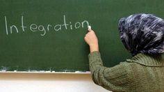 Die Studie «Muslime in Europa - Integriert aber nicht akzeptiert?» zeigt, dass Muslime hierzulande im Schnitt früher Deutsch sprechen als ihre Glaubensbrüder in Österreich. Foto: Patrick Lux