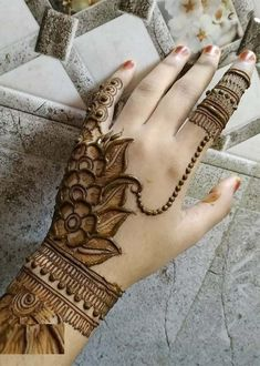 Henna tattoos While traditional mehndi is synonymous with Indian weddings, many modern Indian brides have started opting for contempo. Floral Henna Designs, Mehndi Designs Book, Simple Arabic Mehndi Designs, Mehndi Designs 2018, Mehndi Designs For Beginners, Mehndi Designs For Girls, Mehndi Design Pictures, Wedding Mehndi Designs, Mehndi Designs For Fingers