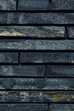 Exterior ceramic bricks w/ mixed yellow clay content, fired very hot for erratic glaze effect. © Luuk Kramer
