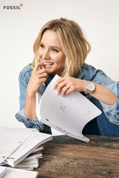 You know adorable actress Kristen Bell. Meet her new best friend (aka your new favorite accessory for summer and beyond): a Fossil Q hybrid smartwatch.
