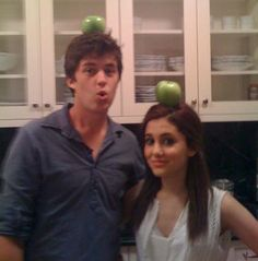 Ariana grande with graham phillips (they dated foever) they are cute together Ariana Grande 2011, Ariana Grande Baby, Ariana Grande Facts, Ariana Grande Pictures, Cat Valentine, Rare Pictures, Rare Photos, 13 The Musical, Graham Phillips