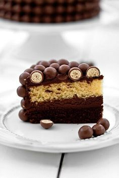 """Chocolate Cake w/choc.""""balls"""" on top of frosting Yummy Treats, Sweet Treats, Yummy Food, Double Chocolate Cake, Dessert Chocolate, Chocolate Chocolate, Malteser Cake, Just Cakes, Great Desserts"""