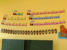 Třída U veverky čeká na druháčky – Třída U veverky – Webová alba Picasa Periodic Table, Photo Wall, Organization, Album, Teaching, School, Frame, Beer, Ideas