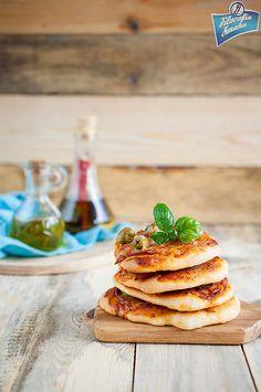 Pizzerinki z salami i oliwkami Pancakes, Breakfast, Food, Morning Coffee, Essen, Pancake, Meals, Yemek, Eten