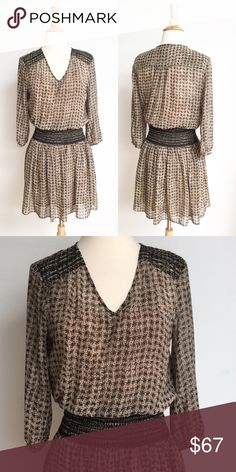 ⭐️Anthropologie ⭐️ Vanessa Virginia Dress Dress has been gently worn but in perfect like new condition. The best measurement is approximately 19 inches across from armpit to armpit, and the length is approximately 37 inches. The dress is lined and the fabric content is 100% polyester. The lining is 100% rayon. Anthropologie Dresses Midi