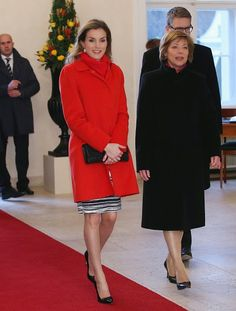 1 December 2014 - Queen Letizia of Spain (R) & German 1st Lady Daniela Schadt chat upon their arrival at Schloss Bellevue Presidential Palace in Berlin, Germany.