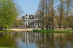 Want to visit Amsterdam on foot? Use this guide to the best walking spots in Amsterdam including the Vondelpark, Brouwersgracht, Noord and other highlights. Amsterdam With Kids, Visit Amsterdam, Amsterdam Travel, Best Greek Islands, Sidewalk Cafe, Walking Routes, Wide World, By Train