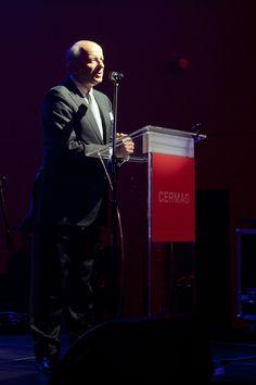 Wiceprezydent Wroclawia Adam Grehl sklada gratulacje.