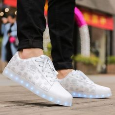 2017 LED Shoes Men zapatillas hombre New Colorful Luminous Flashing Light Men Fashion Glowing Casual Shoes chaussure home nmd