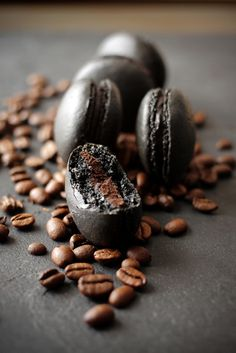This is THE reason to learn how to make macarons.Black Coffee Macarons with chocolate cream centers (Chocolate Cream Candy) Mini Desserts, Just Desserts, Dessert Recipes, Plated Desserts, Dinner Recipes, Café Chocolate, Macarons Chocolate, Chocolate Color, French Macaroons
