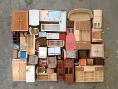 Sabine Timm - Artists think small Miniature Furniture, Dollhouse Furniture, Nanu Nana, Things Organized Neatly, Bokashi, Think Small, Tiny World, Assemblage, Doll Crafts