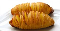 Swedish version of baked potatoes. (Hasselback Potatoes) Sliced baked potatoes: thinly slice almost all the way through. drizzle with butter, olive oil, salt and pepper. bake at 425 for about 40 min. I Love Food, Good Food, Yummy Food, Tasty, Hasselback Potatoes, Sliced Potatoes, Roasted Potatoes, Cook Potatoes, Vegetarian Recipes