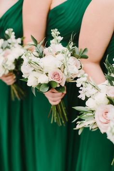 Emerald green and gold holiday inspired winter wedding - brides wedding bouque . - Emerald green and gold holiday inspired winter wedding – brides wedding bouquets - Simple Bridesmaid Bouquets, White Wedding Bouquets, Wedding Flower Arrangements, Bride Bouquets, Flower Bouquet Wedding, Wedding Bridesmaids, Bridemaid Bouquet, Blush Bouquet, Flowers For Bridesmaids