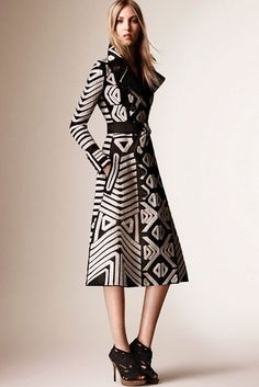 The complete Burberry Prorsum Resort 2016 fashion show now on Vogue Runway. Fashion Week, Love Fashion, Runway Fashion, High Fashion, Fashion Show, Womens Fashion, Fashion Design, Fashion Trends, Fashion 2016