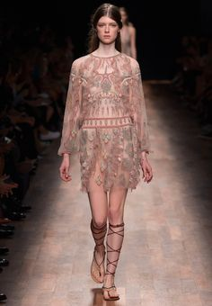 Valentino Official Website - Valentino Women Pret a Porter Spring Collection.