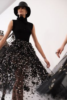 Christian Dior Autumn/Winter 2019 Ready-To-Wear - Dior Boots - Trending Dior Boots. - Christian Dior Autumn/Winter 2019 Ready-To-Wear Fashion Weeks, Dior Fashion, Couture Fashion, Runway Fashion, Fashion Show, Fashion Outfits, Womens Fashion, Fashion Design, Dior Haute Couture