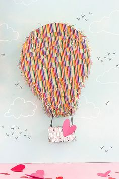"""""""Here's another pinata Valentine's Day box idea for kids. A hot air balloon! Put the Valentines in the basket and attach to a wall. Valentine Day Boxes, Valentine Crafts For Kids, Valentines Diy, Kids Crafts, Easy Crafts, Tic Tac Toe, Jenga, Monster Pinata, Balloon Pinata"""
