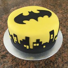 22 Batman Birthday Party Ideas - Batman Party - Ideas of Batman Party - batman cake. Batman Cake Topper, Batman Cupcakes, Batman Birthday Cakes, Novelty Birthday Cakes, 4th Birthday, Birthday Cake Boy, Boys Bday Cakes, Batman Party Foods, Sweets