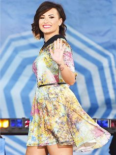 Star Tracks: Monday, August 18, 2014 | MORNING GLORY | And hello to you, too! Demi Lovato greets the crowd in New York's Central Park on Friday, where she visited the Good Morning America crew and talked up her upcoming world tour.