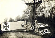 A crashed Albatros B.I. two-seat biplane, most likely a training aircraft | da ✠ drakegoodman ✠