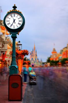 Disney - Main Street Clock