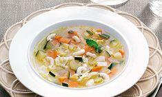 Reconfortante e muito saciante, este caldo de legumes com hortelã é perfeito para ser saboreado nos dias mais frios do Inverno ou quando alguém estiver doente.