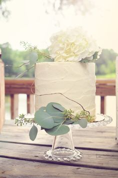 Modern Rustic Wedding Cake │ Yellow Dog Bread Co. Hydrangea, Seeded Eucalyptus & Willow Photo │ www.cynthiaviola.com