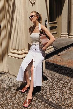 The definite weekly guide to summer outfits. Look no further and get inspired with casual outfits you can wear everyday. Style Outfits, Neue Outfits, Classy Outfits, Cool Outfits, Casual Outfits, Fashion Outfits, Sweater Outfits, Fashion Ideas, Fashion Trends