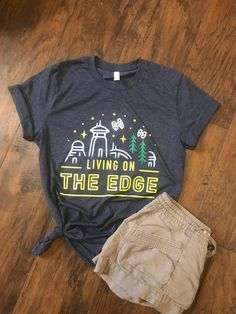 Living on the Edge T-shirt / Star Wars: Galaxy's Edge inspired shirt Source by Look t-shirt Cute Disney Outfits, Disneyland Outfits, Disney Bound Outfits, Disney Fun, Run Disney, Disney Style, Disney Clothes, Walt Disney, Disney Travel