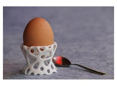 if I ate soft boiled eggs... I would own this. Eierbecher by froland