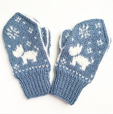 Ravelry: Hund i snøen / Snowy Dog pattern by Tonje Haugli Mittens Pattern, Dog Pattern, Knit Mittens, Knitted Gloves, Baby Winter Mittens, Snowy Weather, Eco Baby, Big Project, Terrier Dogs