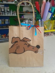 Sacolinha papel craft com desenho em e.v.a. para a festa dos três porquinhos