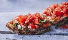 Bruschetta Bread, Bruschetta Recipe, Plum Tomatoes, Cherry Tomatoes, Country Bread, Dinner With Friends, Happy Foods, Fresh Lemon Juice, Tasty