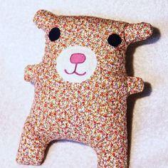 Gros doudou ours à câliner en coton fleuri