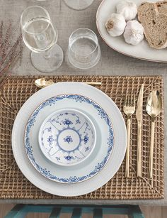Are you looking for inspiration and tips on how to create a Scandinavian-styled home? At Nordic Nest you'll find the best of Sandinavian interior design. Scandinavian Style, Scandi Style, Royal Copenhagen, Dish Sets, Table Arrangements, Tea Party, Decorative Plates, Interior Decorating, Table Settings